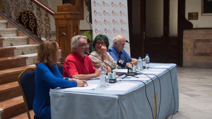 Los representantes de AICAV Paqui Martín, Leopoldo Emperador, Juana María Santana y Félix Juan Bordes.