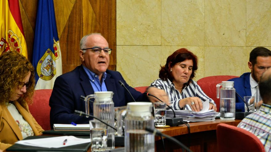 Carlos Cabrera en la sesión plenaria de este lunes.
