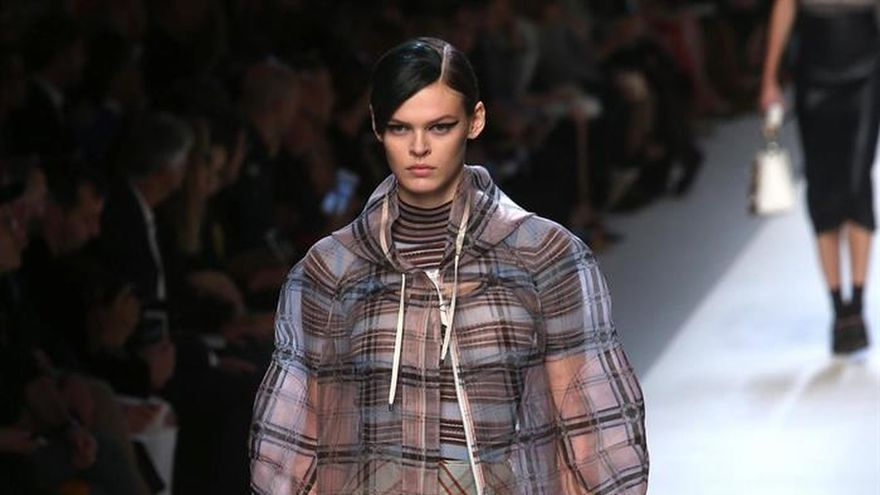 """Los tonos marrones y """"nude"""" se adueñan del segundo día de la Moda de Milán"""