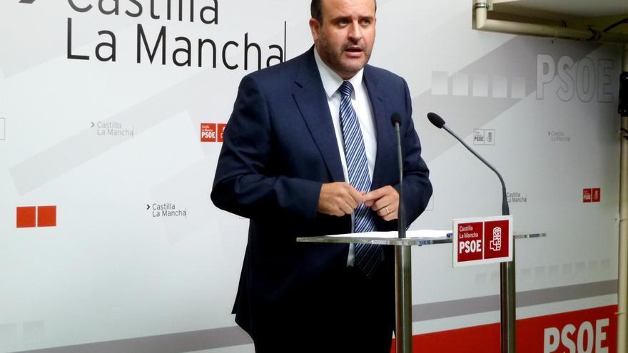 """PSOE dice que la rectificación de declaración de bienes de Cospedal se publica en sábado """"para que pase desapercibida"""""""