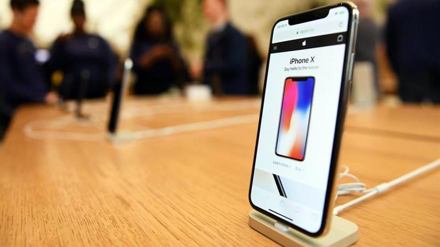 Colas multitudinarias en España para hacerse con el nuevo Iphone X