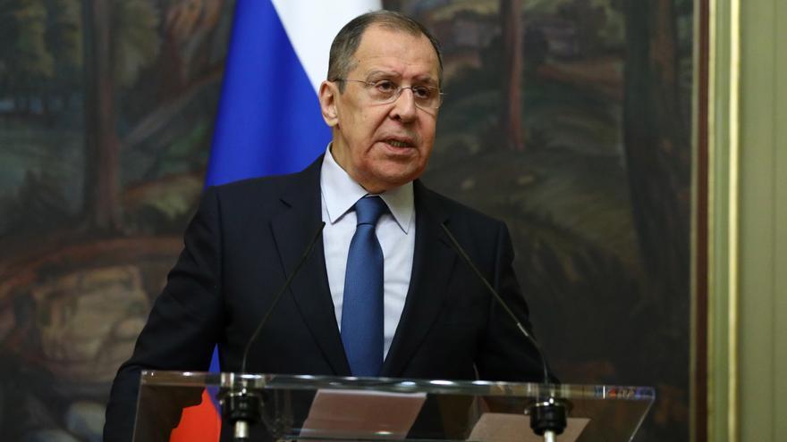 """Lavrov: Rusia no puede investigar el caso de Navalni por falta de """"datos"""""""