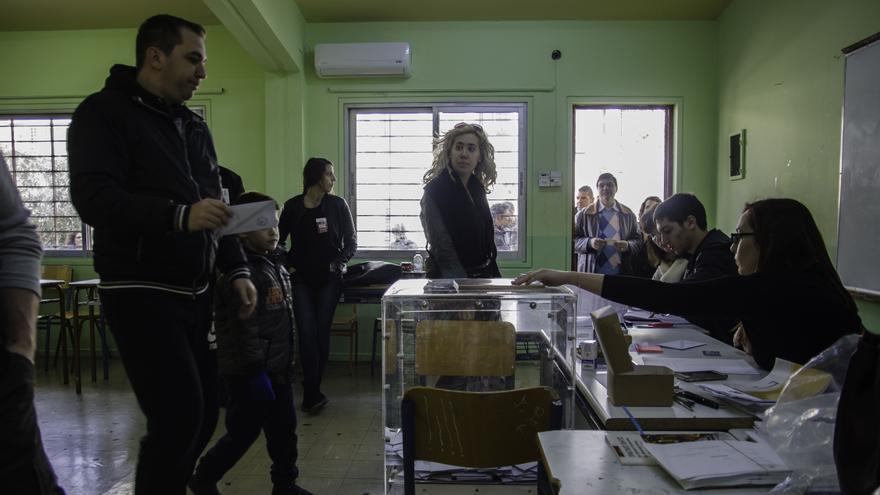 La mesa 806 del colegio electoral de Ambelokipi (Atenas), donde en 2012 el partido neonazi Amanecer Dorado fue el más votado con un 22,2%. / Clara Palma