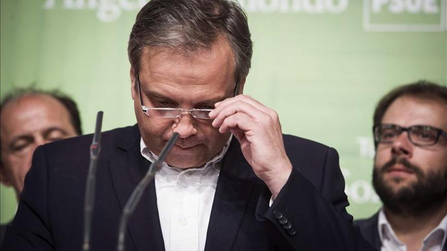 Carmona dice que no ha hablado con Manuela Carmena sobre posibles acuerdos