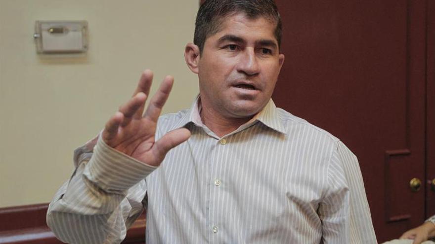 El náufrago Salvador Alvarenga dice que su trabajo fue la supervivencia