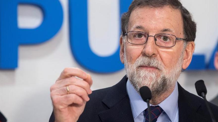 Rajoy se disculpa con León por atribuir a Reino Unido origen parlamentarismo