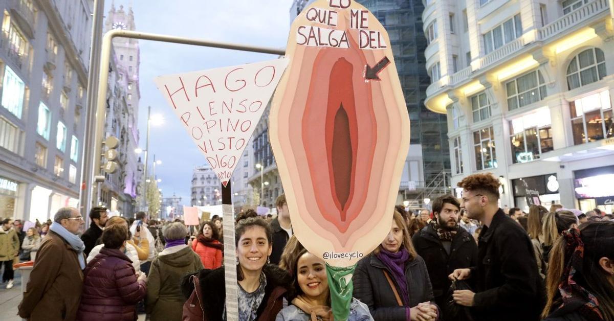 El Satisfyer, protagonista inesperado del 8M: estas son algunas de las mejores pancartas feministas de 2020