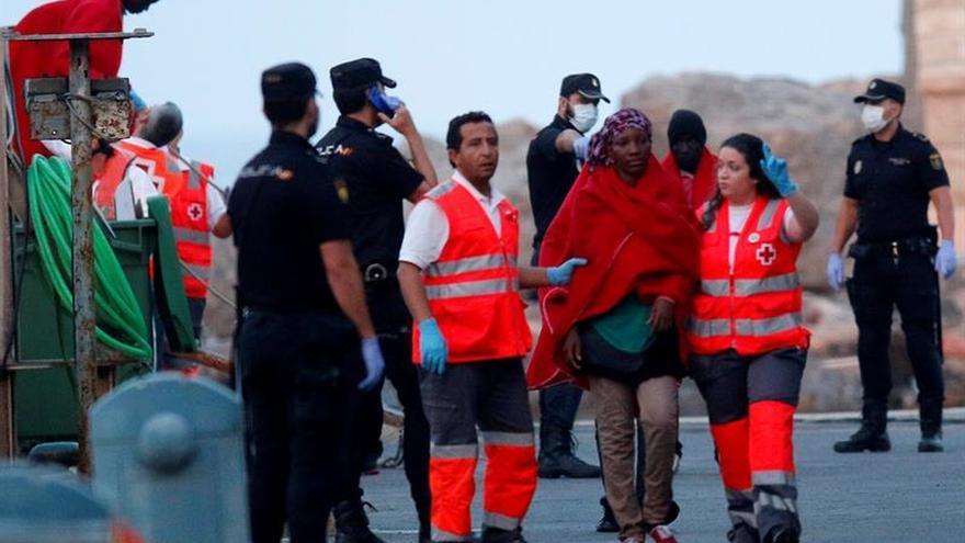 Rescatan a 33 inmigrantes de una patera interceptada a 27 millas de la isla de Alborán