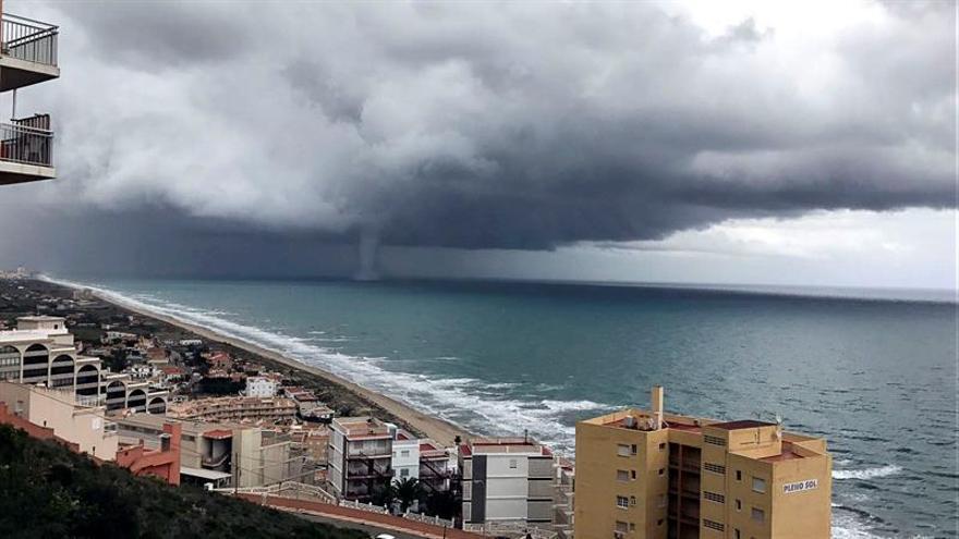 Valencia intenta volver a la normalidad tras la mayor tormenta desde 2007