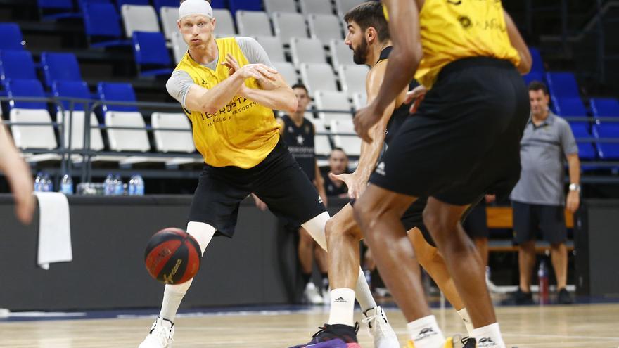 Kyle Singler, en un entrenamiento con el Iberostar Tenerife