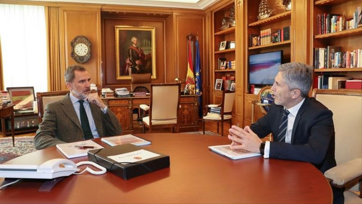 El rey Felipe VI y el ministro del Interior, Fernando Grande-Marlaska, en una imagen de archivo.