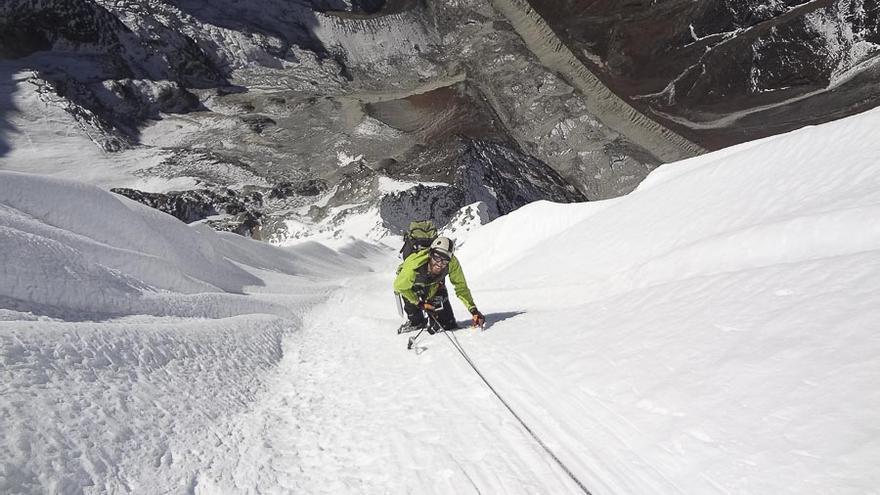 Alberto Fernández durante el segundo día de escalada en 'Pura Vida' (© EEA / FEDME).