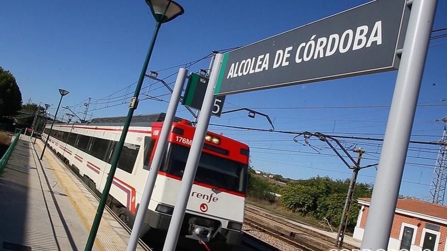 Tren de Renfe en la Estación de Alcolea | MADERO CUBERO