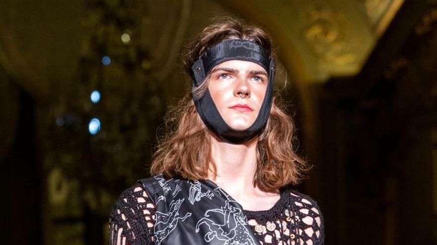 Palomo Spain regresa a París y saca al hombre de su largo letargo de la moda