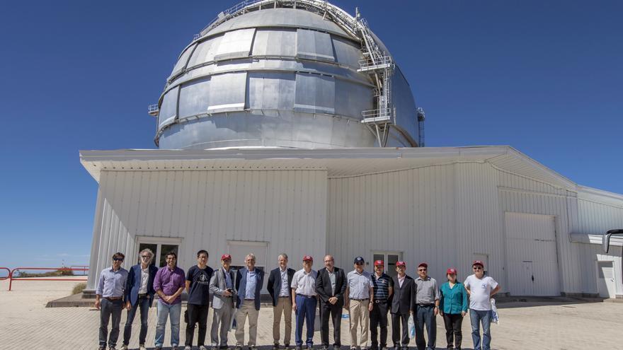 Delegación científica del NAOC en el Gran Telescopio Canarias (GTC) durante su visita al Observatorio del Roque de Los Muchachos. Crédito: Antonio González/IAC.