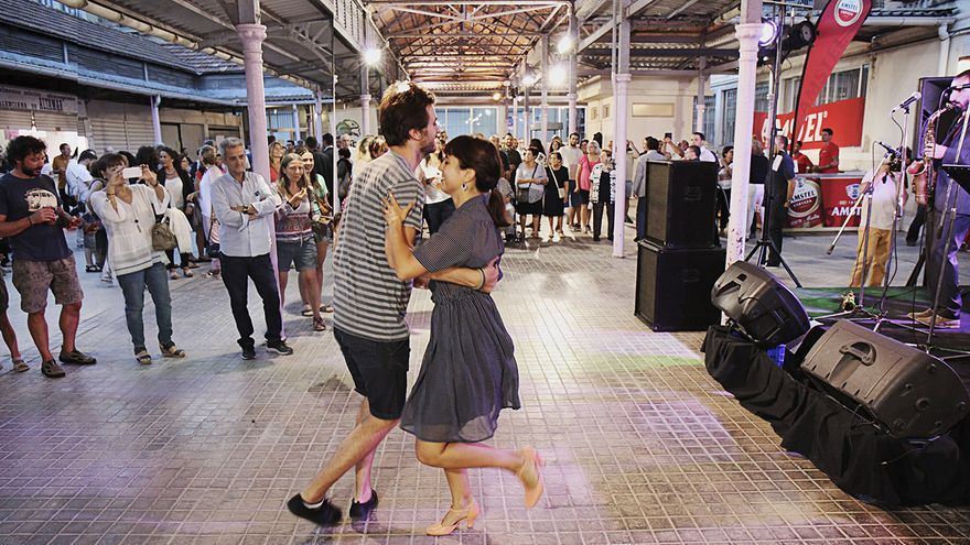 Una pareja bailando en un mercado en la pasada edición del Bonic/aFest