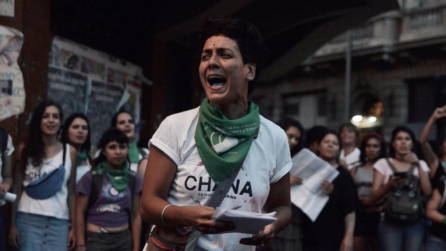 Una activista en las inmediaciones del Parlamento / Rocío Escobar: Organización. CHANA- Feminismo Usina ROCÍO ESCOBAR / BUENOS AIRES