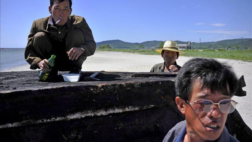 Corea del Sur repatría a tres pescadores norcoreanos rescatados en sus aguas