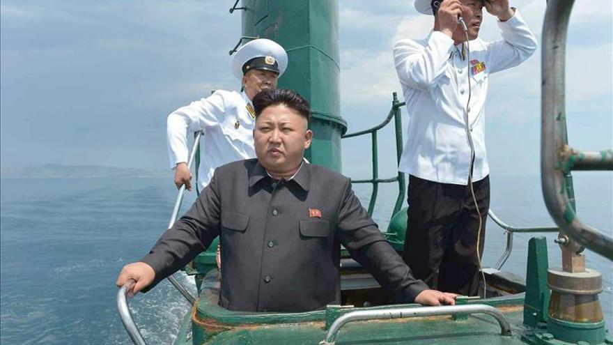 Kim Jong-un se pone al mando de un submarino para arengar a sus tropas
