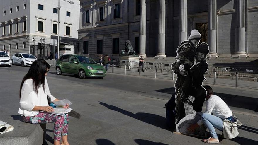 España no supera las dificultades de integración de refugiados, dice un informe