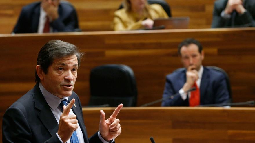 """Javier Fernández ve """"razonable"""" la reforma del TC que plantea el PNV porque no apoyan su capacidad """"sancionadora"""""""