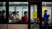 Guía para la nueva normalidad en Catalunya: distancia de 1,5 metros en bares y mascarilla obligatoria en el transporte