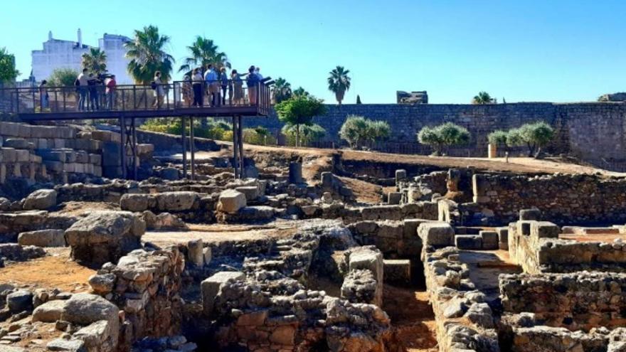 Trabajos de acondicionamiento en la casa romana que se encuentra en el interior de la Alcazaba árabe de Mérida