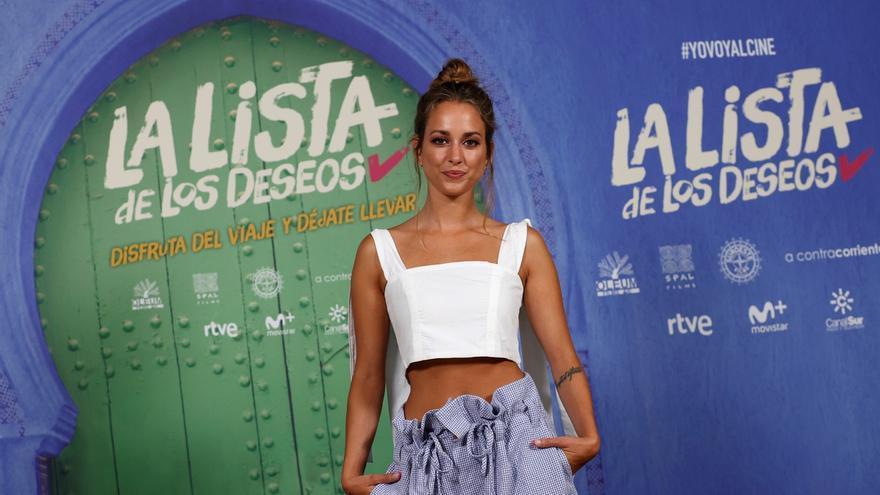 """La actriz Silvia Alonso posa para los fotógrafos durante la presentación de la película """"La lista de los deseos"""" en Madrid."""