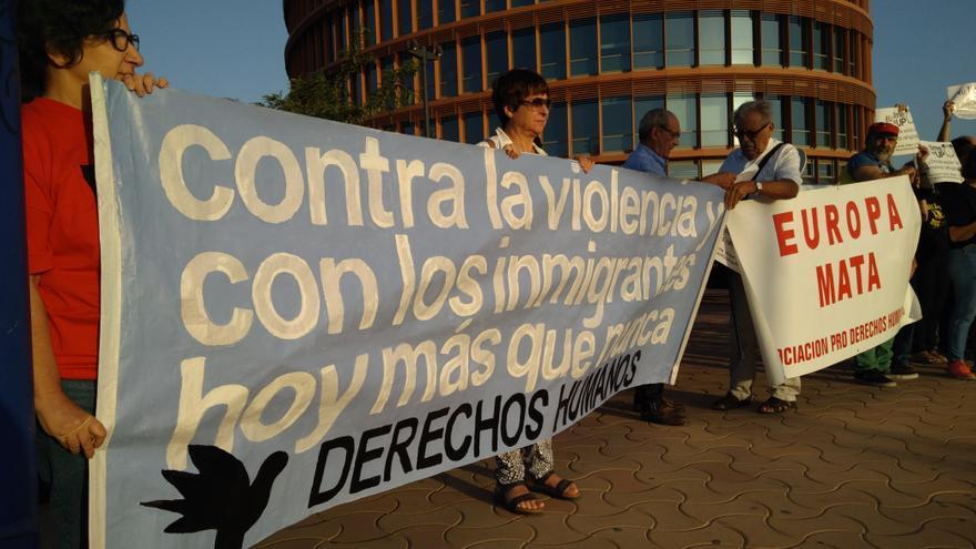 C:\fakepath\Concentracion ante G60 Sevilla 2.jpg
