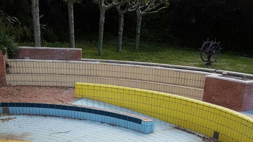 La piscina M86, deteriorada al llevar 7 años sin uso