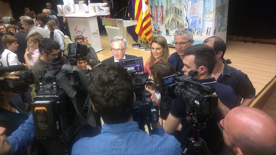 Trias, després de l'acte a La Sedeta de Gràcia, atèn els mitjans de comunicació / JORDI MOLINA