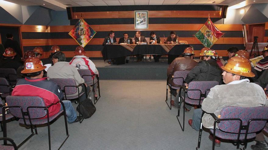 Sectores mineros bolivianos siguen enfrentados tras diálogo con el Gobierno