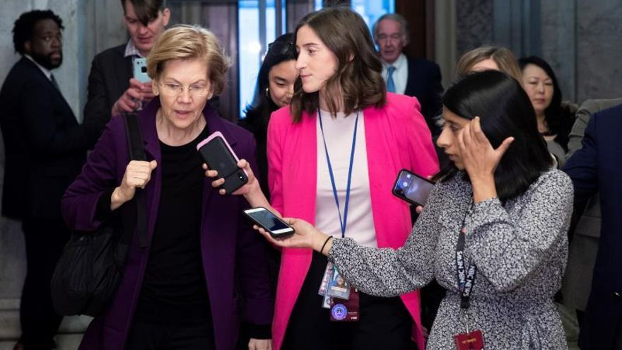 Democratic Senator from Massachussetts and 2020 presidential candidate Elizabeth Warren (L) is followed by members of the news media after arriving to attend the Senate impeachment trial in the US Capitol in Washington, DC, USA, 21 January 2020.