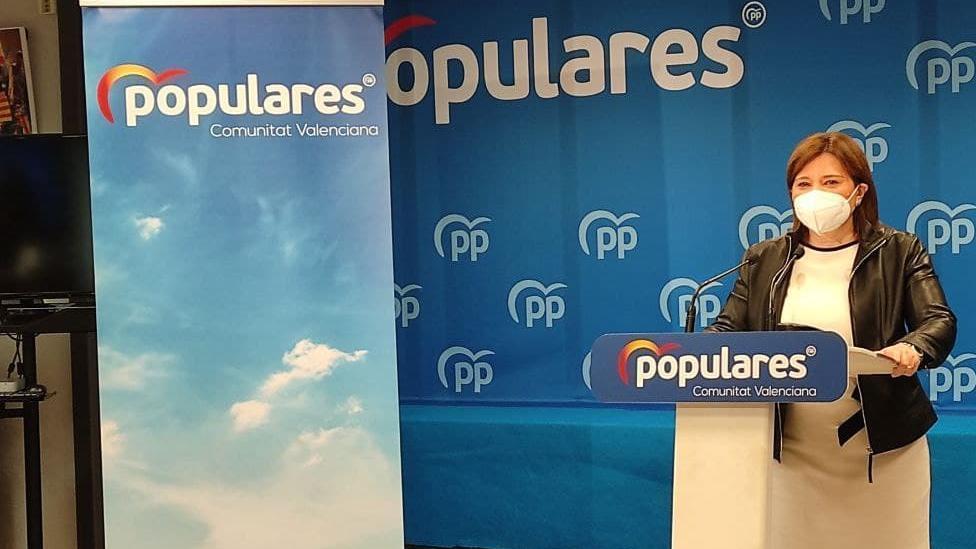 Isabel Bonig en la compareixença en la qual ha anunciat que renuncia a l'acta de diputada en les Corts.