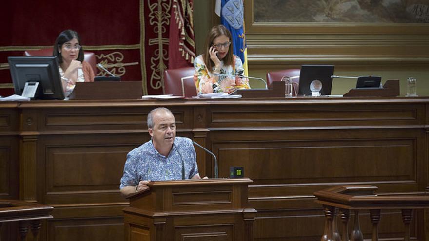 Francisco Déniz en el Parlamento de Canarias
