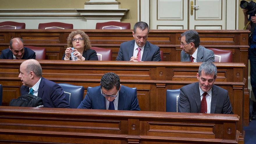 Fernando Clavijo junto a miembros de su Gobierno