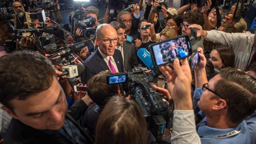 """El presidente del Comité Nacional Demócrata (DNC, secretariado del partido), Tom Pérez (imagen), afirmó por su parte que """"la salud y seguridad de los asistentes a la convención"""" es """"su máxima prioridad""""."""