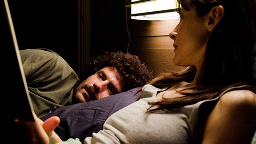 Andrés Berlanga y Mercedes Bernal en un fotograma de la comedia negra 'No tiene gracia'comedia negra