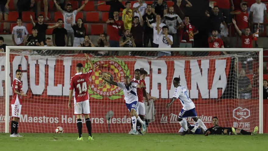Aveldaño celebra el 1-1 en el Nastic-Tenerife de la temporada 18-19