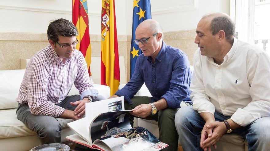 Imagen del encuentro en la Diputación entre Jorge Rodríguez y Escola Valenciana