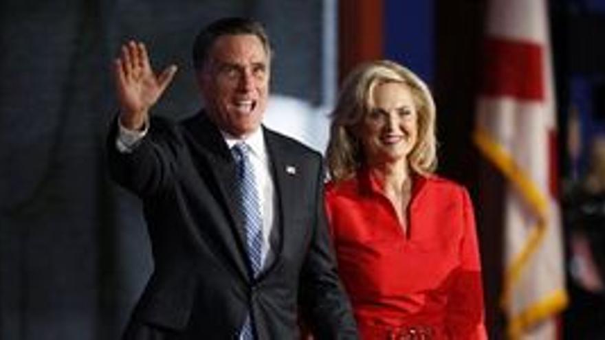 Mitt Romney, con su esposa Ann. (REUTERS)