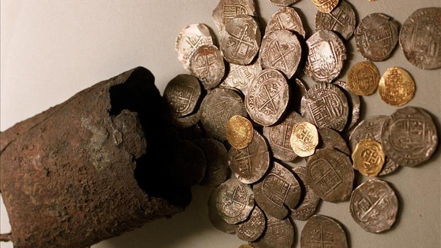 Hallan en Florida monedas de galeón español valoradas en 1 millón de dólares