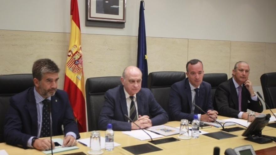 Interior manda casi 500 efectivos más a Ceuta, Melilla y Algeciras para frenar el aumento de la presión migratoria