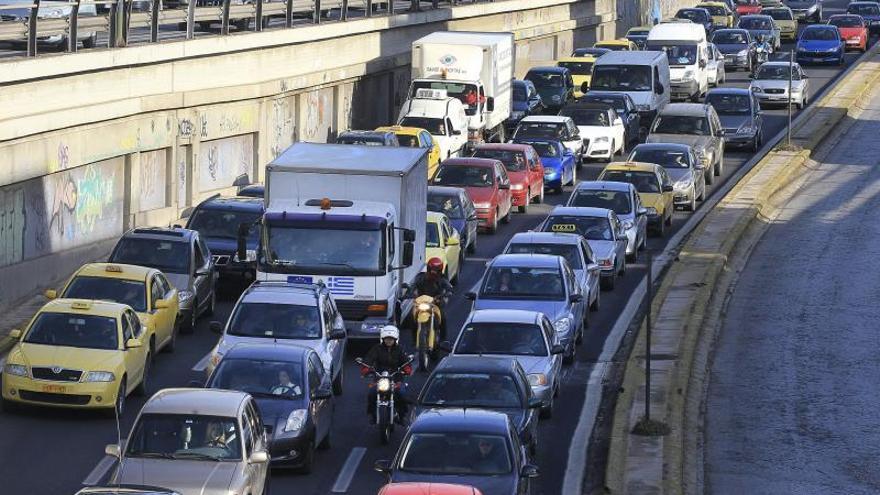 Jóvenes emprendedores revolucionan la forma de aparcar en la caótica Atenas