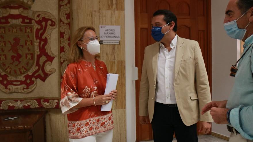 Laura Ruiz y José María Bellido, este miércoles en Capitulares | RAFAEL MELLADO