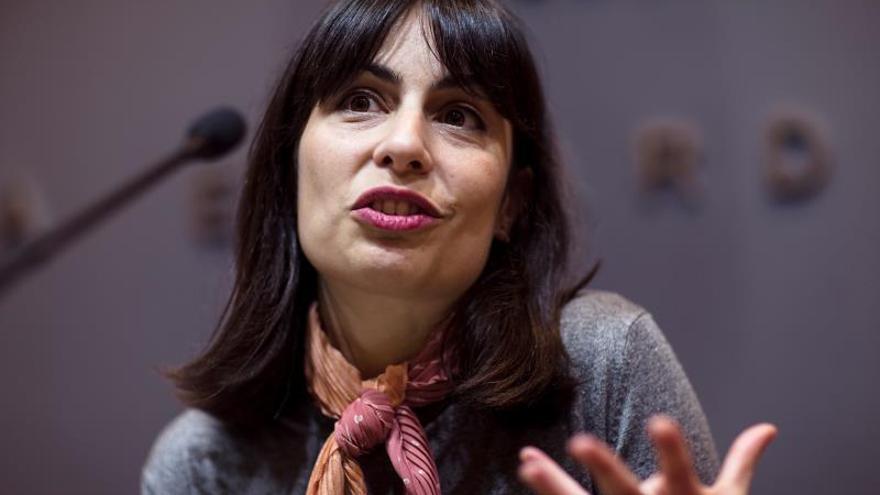 """La cineasta Celia Rico, que con su primer largometraje obtuvo cuatro nominaciones a los Goya, ha dicho que en sus próximos proyectos seguirá """"explorando los personajes, las emociones, las relaciones humanas y el entorno de la familia"""", porque no sabe """"hacer otra cosa"""", durante la rueda de prensa con motivo de su participación en Málaga en el ciclo de Encuentros con Directores de Cine de la Fundación Unicaja con su """"ópera prima"""", """"Viaje al cuarto de una madre"""", hoy en la capital malagueña."""