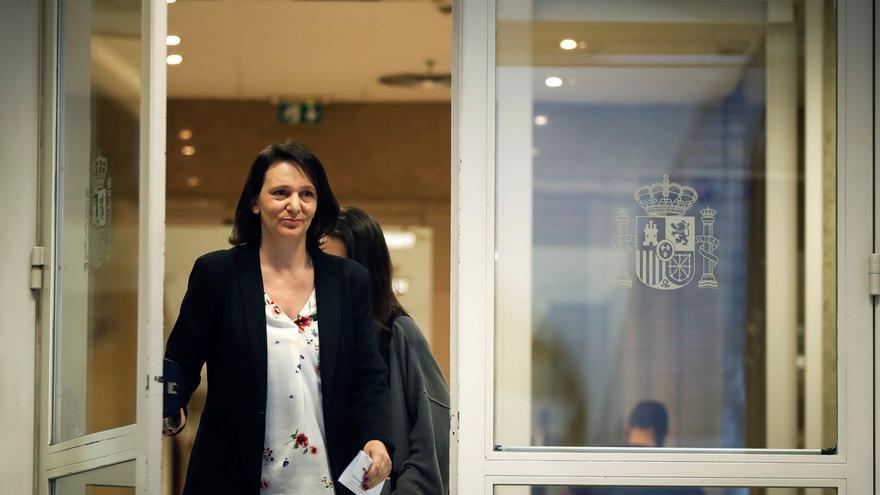 La diputada de Podemos Carolina Bescansa sale del Congreso