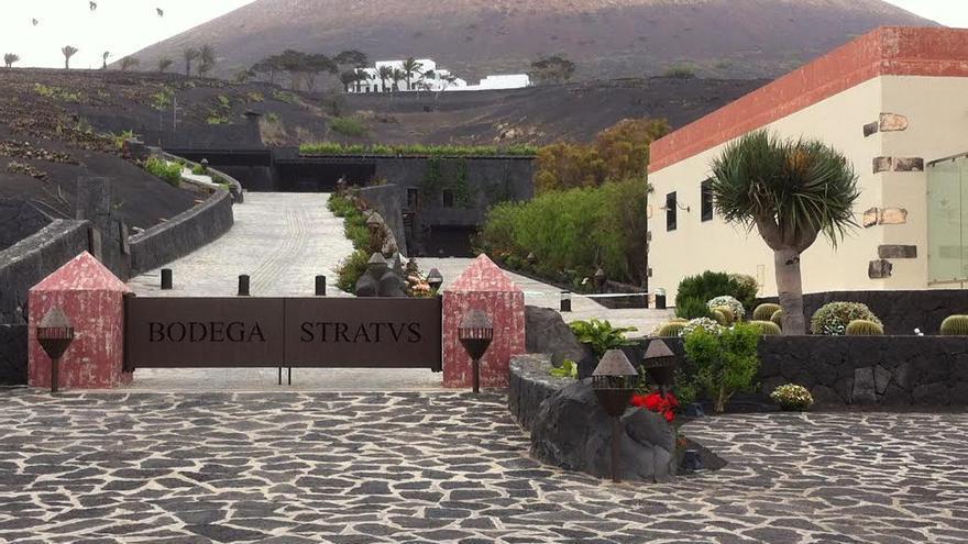 Bodega Stratvs, en el paraje protegido de La Geria