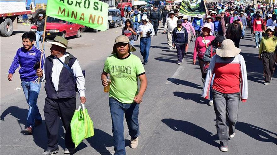 Al menos 8 heridos en las protestas contra un  proyecto minero en el sur de Perú