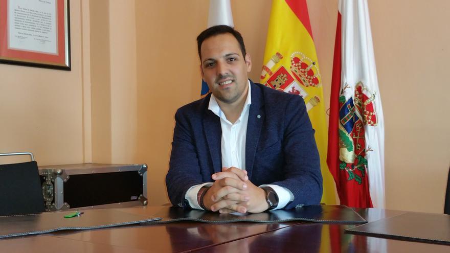 Jonathan Felipe es alcalde de la Villa de Breña Alta.